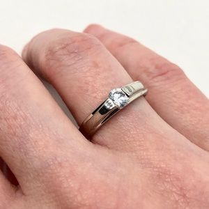 🎈5 for $35! Silver tone CZ ring NWT